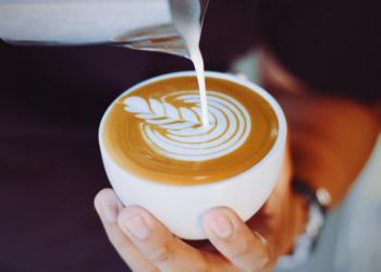 Πως να ζωγραφίζετε πάνω σε ζεστό καφέ (video)