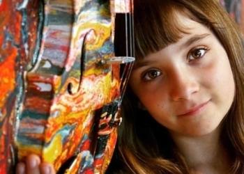 Το παιδί-θαύμα Aelita Andre με τους ανάρπαστους πίνακες ζωγραφικής