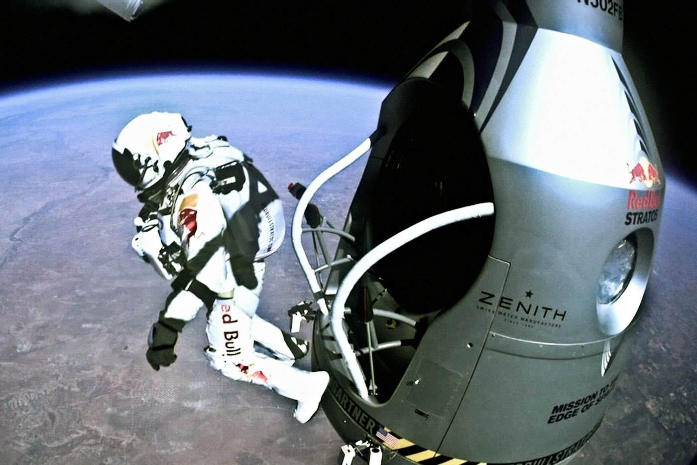 Η μεγαλύτερη ελεύθερη πτώση ανθρώπου που έγινε ποτέ από το διάστημα.