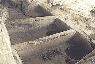 Λουτήρες στο ιερό της Αφαίας Αθηνάς