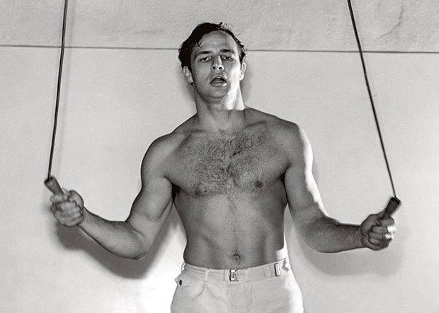 Ο (Κριός) Μάρλον Μπράντο: ο ευφυέστερος άνδρας ηθοποιός, έδωσε μια διάσταση φυσικότητας στην υποκριτική.