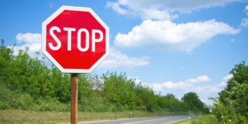 """Ετυμολογία: Το λατινικό """"STOP"""" προέρχεται από το Ελληνικό """"στυππεῖον""""!"""